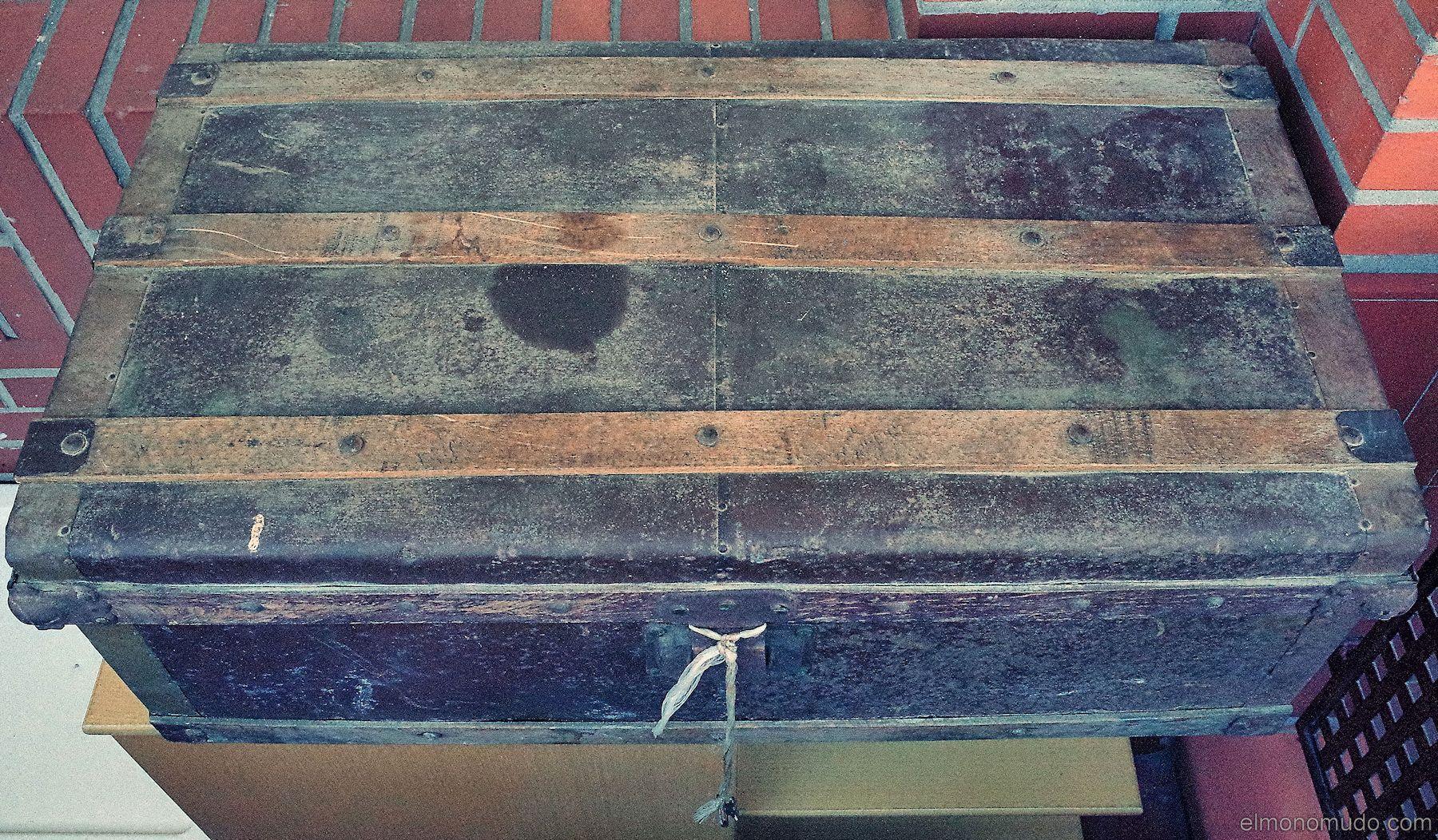 Restaurar ba l antiguo de madera y metal - Baul de madera antiguo ...