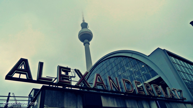 fernsehturm y s bahn alexanderplatz.berlin.alemania