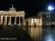 puerta de branderburgo de noche. berlin