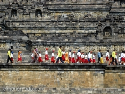 Escolares accediendo a Borobudur- Yogyakarta-Java-Indonesia