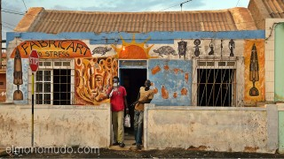 Tienda artesania africana. Santa Maria. Sal. Cabo Verde
