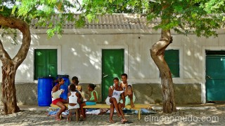 Calma en la plaza. Palmeira. Sal. Cabo Verde