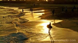 Siluetas en la playa de Sta. Maria. Sal. Cabo Verde