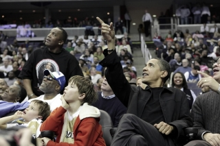 obama-at-the-basketball-meetingof-the-chicago-bulls-and-the-washington-wizards-1600x1200.jpg