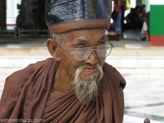 Anciano Myanmar