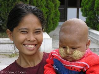 Madre y niño Myanmar