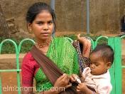 Joven madre con su hija