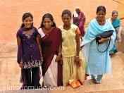 Jovenes mujeres con shari tradicional