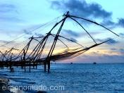 Redes de pesca chinas en  Kochi. Kerala.