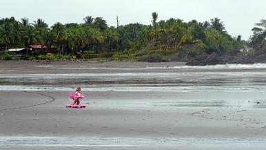 Colombia.El Chocó.El Valle. Playa Almejal.Niño con andador quiere bañarse en el mar.