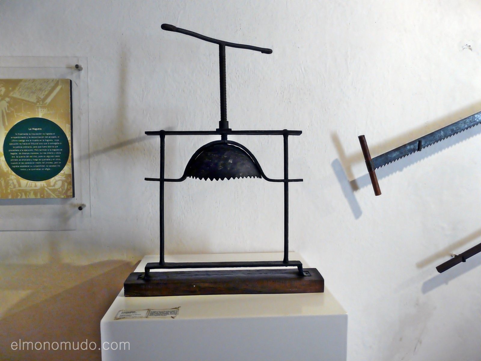 Instrumentos  de tortura reales P1080579-1600x1200