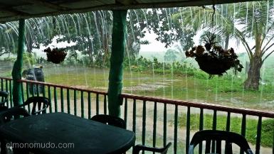 y cayo el diluvio en el parque nacional tayrona. colombia