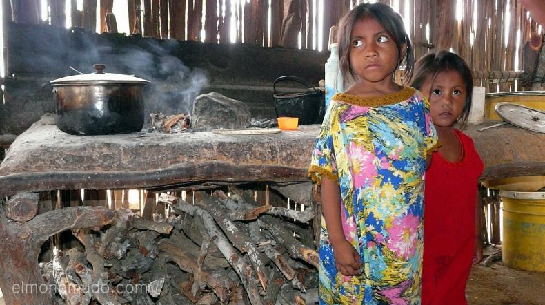 la niña de los ojos grandes. pueblo wayuu.cabo de la vela.la guajira.colombia