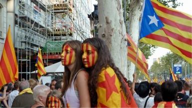 diada nacional catalunya. barcelona 11.09.2012..manifestacion por la independencia. jovenes con la senyera pintada en el rostro