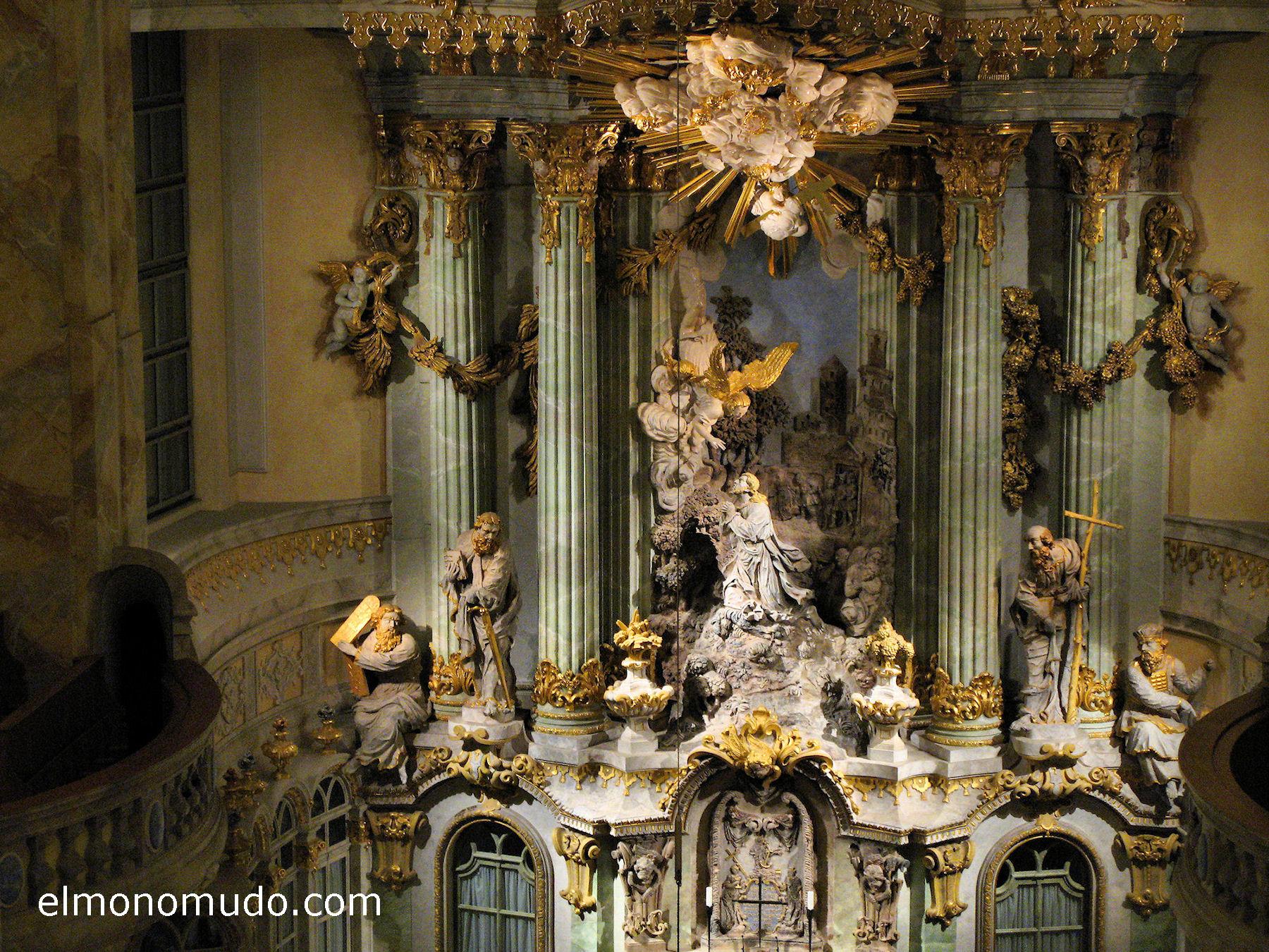 frauenkirche-interior-retablo-centro-detalle