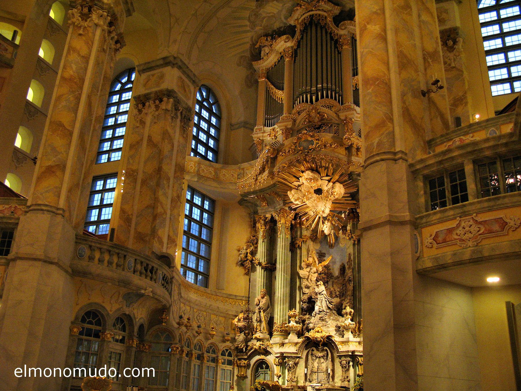 frauenkirche-interior-retablo-columnas-derecha