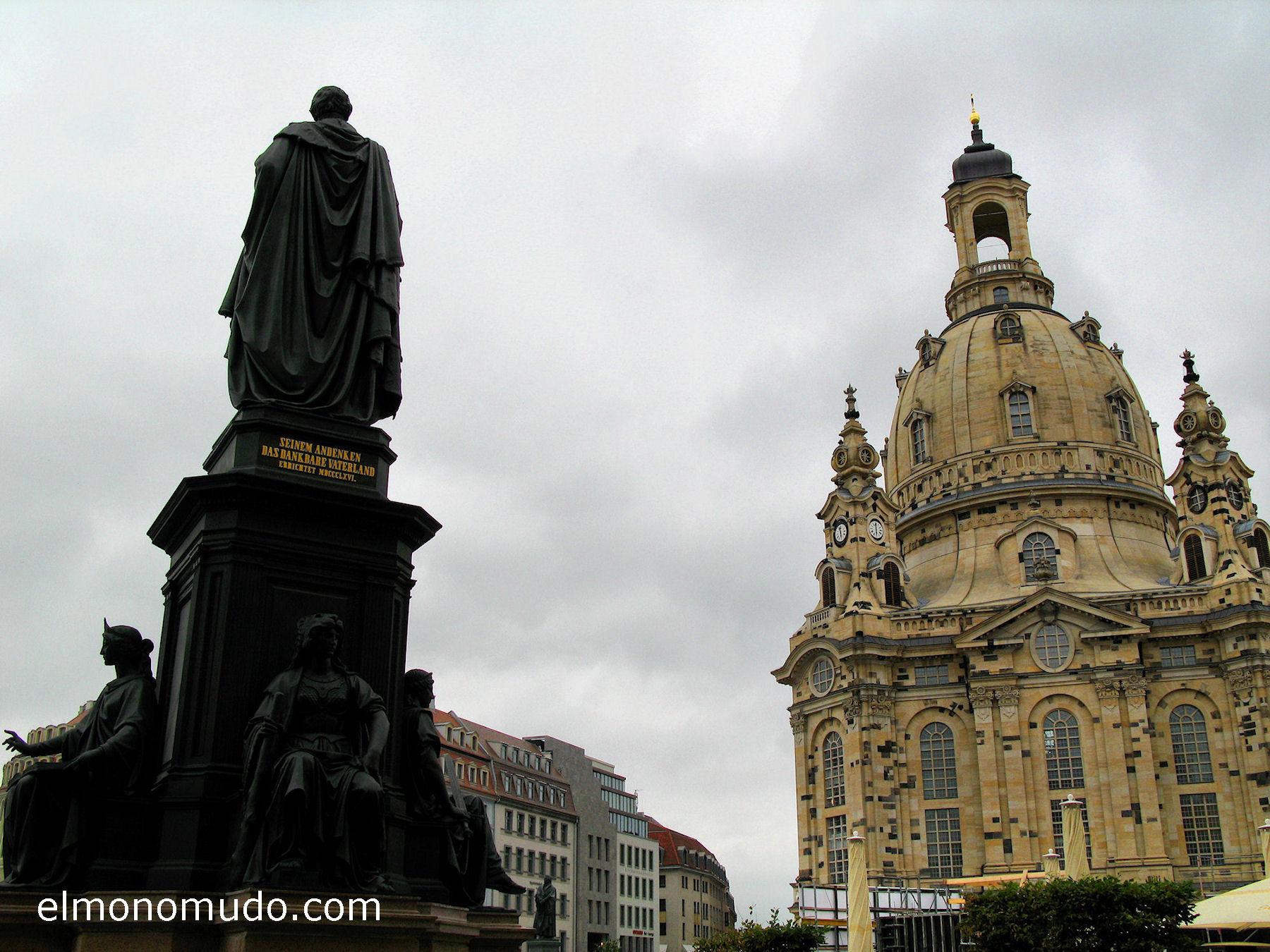 frauenkirche-vista-exterior-estatua