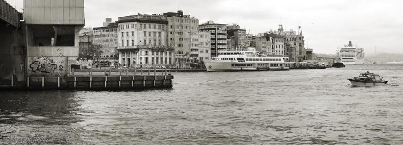 estambul-puente-galata-2011-toma-1-stitch-bn