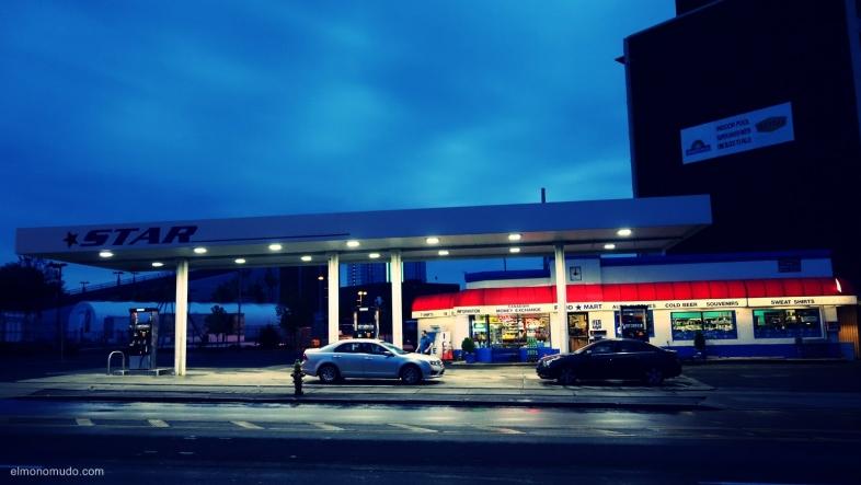 una gasolinera en niagara falls.ontario.canada