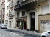Incendio intencionado de contenedores de basura en calle Cardener, 14. Barcelona.