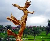 Estatua en palacio de Bali. Indonesia