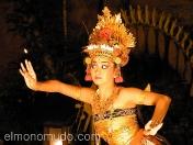 Actriz representando el Ramayana hindú. Bali. Indonesia.