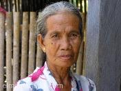 Hermosa y elegante anciana. Bali. Indonesia