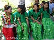 Jovenes vestidas para una boda. Java. Indonesia.