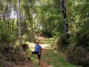 Intrepida viajera en las selvas de Celebes. Indonesia.