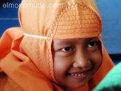 Niña musulmana en en una madrasa. Java. Indonesia.