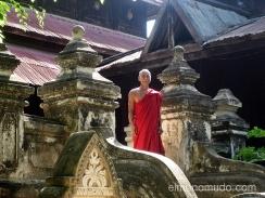 monje budista lago inle, myanmar