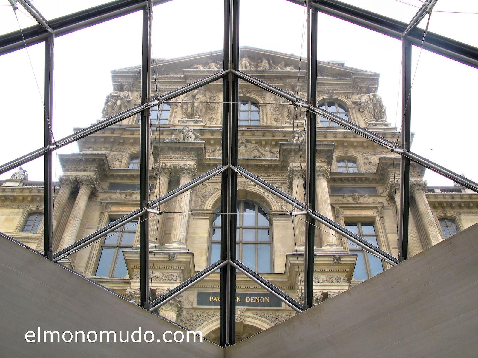 louvre-edificio-vista-desde-piramide
