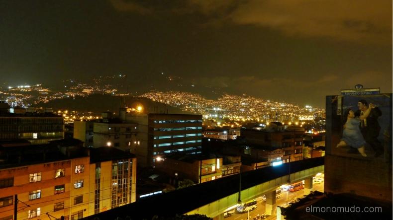Medellin de noche desde el hotel nutibara