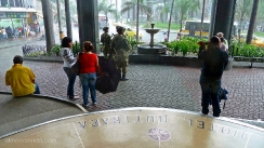 el ejercito patrulla las calles de medellin y se resguarda del chaparron. colombia