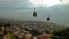 bajada en metrocable del barrio Santo Domingo. Medellin.Colombia