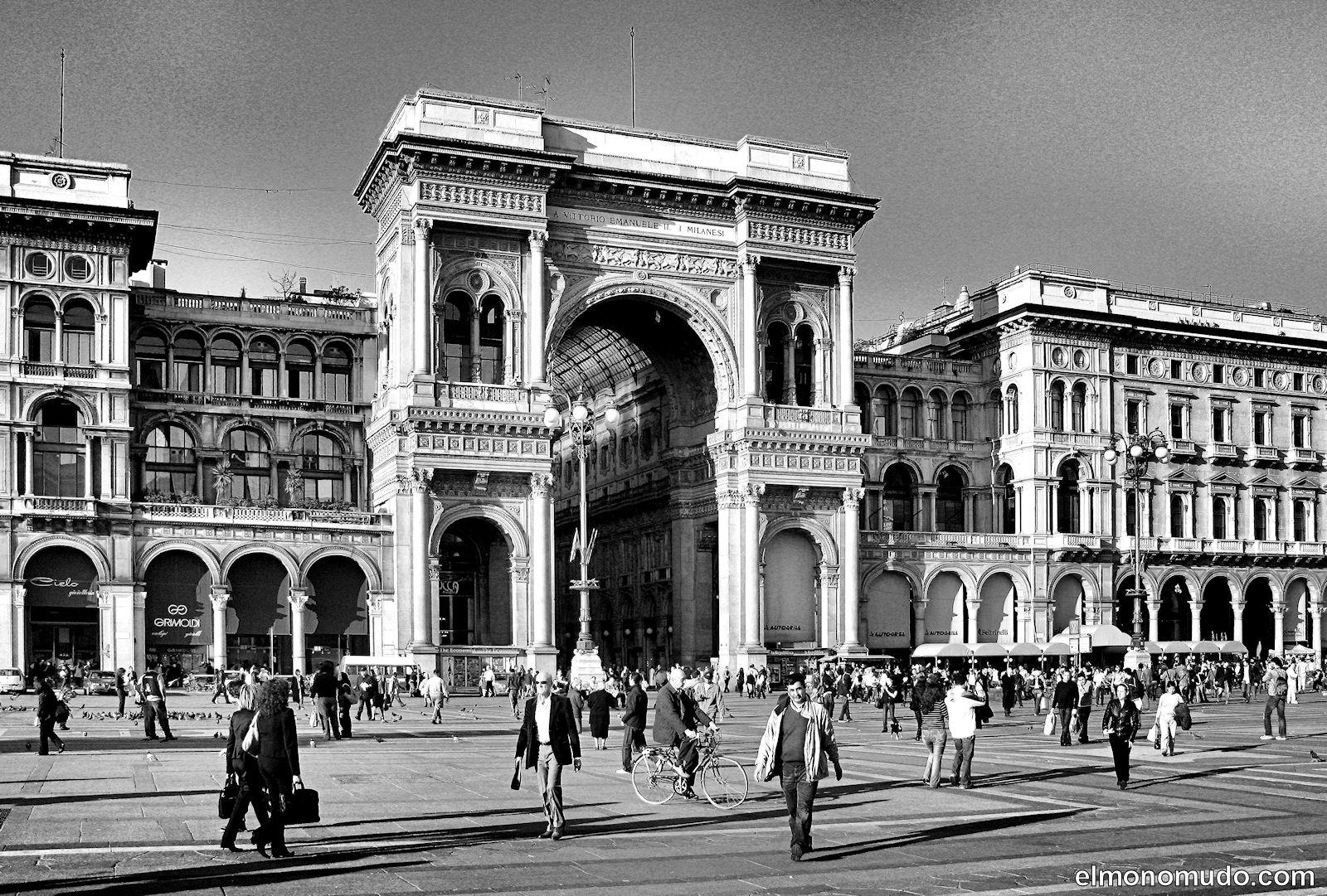 Milan en blanco y negro for Aparador blanco y negro