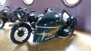 museo de la moto y el coche clasico.hervas.caceres.moto guzzi con sidecar