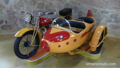 museo de la moto y el coche clasico.hervas.caceres.motosacoche con sidecar 309.4 tiempos.350cc.1929 checoslovaquia