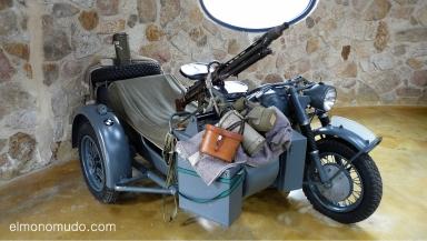 museo de la moto y el coche clasico.hervas.caceres.moto BMW con sidecar R-75  guerra. 750cc. 1941-45 alemania.