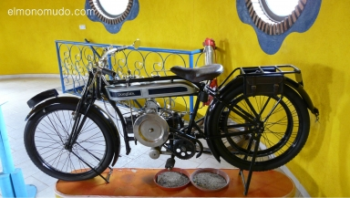 museo de la moto y el coche clasico.hervas.caceres.moto douglas.