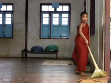 monje novicio budista.myanmar. birmania