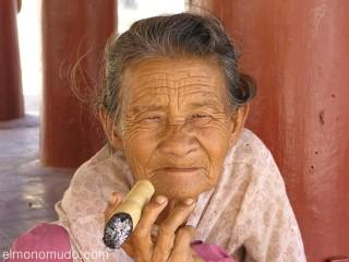 Anciana Myanmar