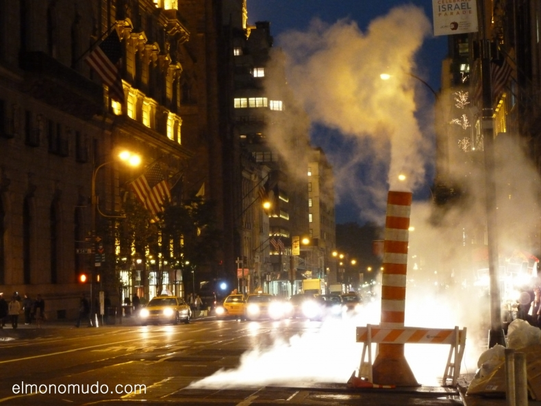 manhattan by night. new york