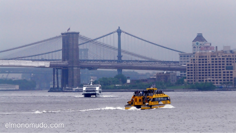 Puentes de Brooklyn y Manhattan desde el East River
