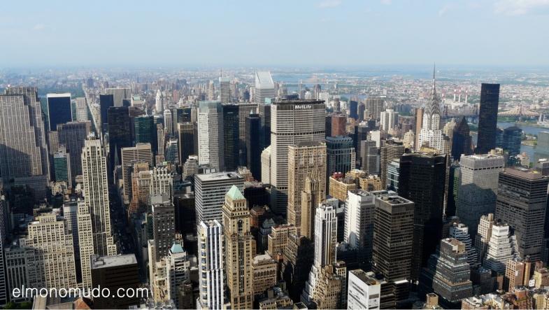 Manhattan desde el Empire State Building con el Chrysler y el East River a la derecha.