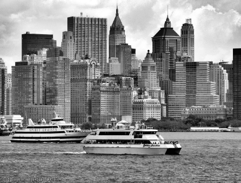 new-york-2008-blanco-y-negro-barcos-y-manhattan