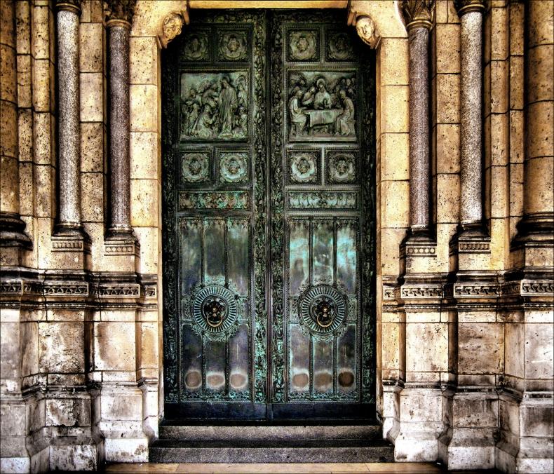 puerta_sacre_coeur_paris_1800x1541