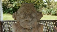 estatua representando un astronauta. parque arqueologico de san agustin. colombia