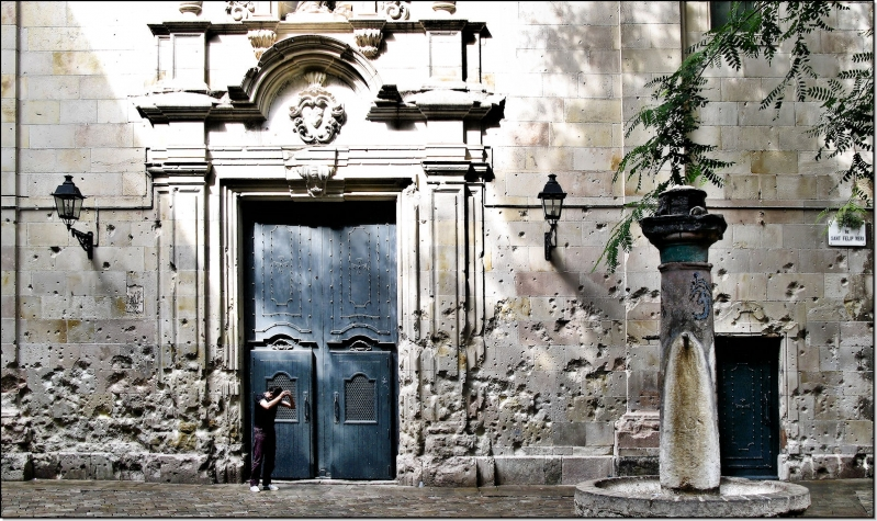 puerta-placa-sant-felip-neri-1600x948