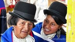 indios guambianos en el mercado de silvia.colombia